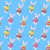 Le lapin blanc marche Le lapin tient dans des ses pattes un oeuf de pâques Fond de fête pour Pascha illustration stock