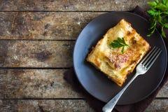 Le lasagne al forno italiane tradizionali con il manzo tritato bolognese sauce Immagine Stock Libera da Diritti