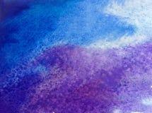 Le lavage humide texturisé violet bleu de l'eau de jour de nuage de ciel de mer d'abrégé sur fond d'art d'aquarelle a brouillé l' Photos stock