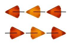 Le lecca-lecca per le frecce rosse di giallo arancio dei bambini isolano il backgr bianco Fotografie Stock