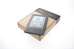 Le lecteur enfermé dans une boîte Amazone d'E-Livre allument 3 Photo stock