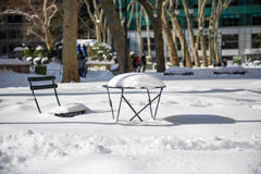Le lendemain d'une tempête de neige d'hiver, Bryant Park, New York photos stock