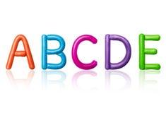 Le lettere dell'alfabeto latino sono fatte di plasticine colorato Fotografia Stock