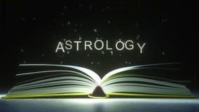 Le lettere volano via le pagine del libro aperto per formare il testo dell'ASTROLOGIA animazione 3D royalty illustrazione gratis