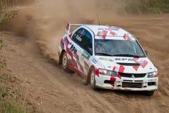 Le lev Stickiy conduit un véhicule de Mitsubishi Lancer Photos libres de droits