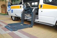 Le levage pour le fauteuil roulant Image libre de droits