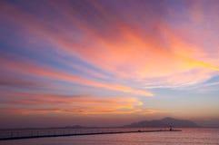 Le lever de soleil au-dessus de l'île Images libres de droits