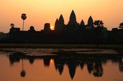 Le lever de soleil dans Angkor Vat, Cambodge Images libres de droits