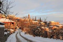 Le lever de soleil dans la ville de Sighnaghi en hiver image stock