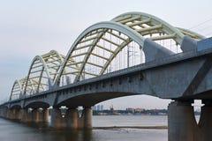Le lever de soleil de pont de chemin de fer du fleuve Songhua Photographie stock