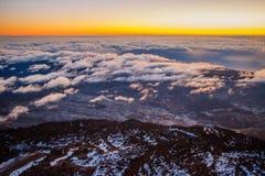 Le lever de soleil en haut de la plus haute montagne de l'Espagne Photo stock