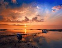 Le lever de soleil en mer Image stock