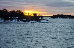 La Finlande - paysage de lever de soleil et d'hiver Images stock