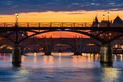 Le lever de soleil sur l'art de DES de Pont, Pont Neuf et la Seine encaisse Paris, France photos stock