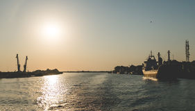 Le lever de soleil sur le delta de Danube près du noir voient Photo libre de droits