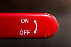 le levier rouge sur outre du fond d'obscurité de commutateur Image libre de droits