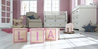Le lia de nom écrit avec les cubes en bois en jouet chez la pièce du ` s des enfants Photo libre de droits
