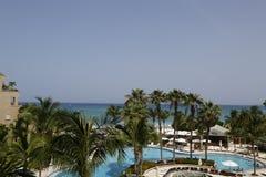 Le lieu de villégiature luxueux de Ritz-Carlton Grand Cayman situé sur les sept Miles Beach Photographie stock libre de droits