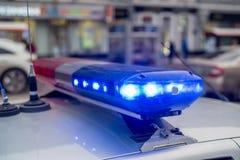 Le lightbar toit-monté de la voiture de police Image libre de droits