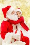 Le lilla flickan med Santa Claus Arkivfoto
