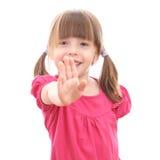 Le lilla flickan som visar upp hennes hand royaltyfria foton