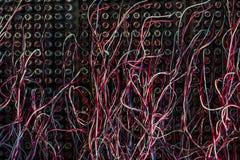 Le linee cavi della rete telefonica si chiudono su Fotografie Stock