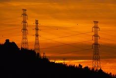 Le linee elettriche profilano al tramonto, Povoa de Lanhoso fotografia stock