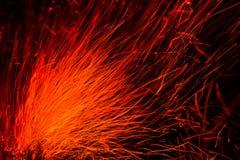 Le linee rosse scintilla su un backgroundnero Fotografie Stock Libere da Diritti