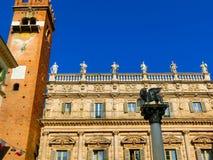 Le lion à ailes de St Mark, dans le delle Erbe de Piazza, Vérone images libres de droits
