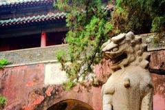 Le lion en pierre dans la culture et l'architecture chinoises de tradition photos stock