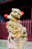 Le lion en pierre dans la culture et l'architecture chinoises de tradition image stock