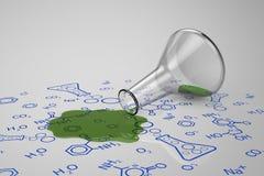 Le liquide vert a débordé le tube à essai Photo stock