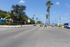 Le littoral de La Havane Ligne des rétro véhicules Image libre de droits