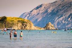 Le littoral transparent et l'eau clair comme de l'eau de roche de l'île de Image stock