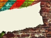 Le livre blanc blanc sur la brique a donné une consistance rugueuse modelé en arrière Images libres de droits