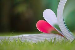 le livre a courbé une forme de coeur Image libre de droits