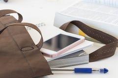 Le livre d'éducation dans le sac préparent vont étudier Photo libre de droits