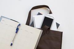 Le livre d'éducation dans le sac préparent vont étudier Images stock