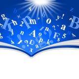 Le livre de Copyspace montre la formation apprenant et instruisant Photo libre de droits