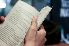 Le livre de lecture est le meilleur développement Image stock