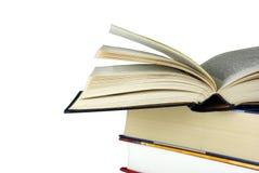 le livre réserve d'isolement étendant le blanc ouvert image libre de droits