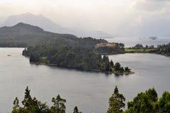 Le llaollao et les lacs d'hôtel s'approchent du bariloche Argentine Photo stock