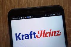 Le logo de Papier d'emballage Heinz a montré sur un smartphone moderne photos libres de droits