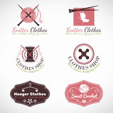 Le logo de tricotage de boutique de mode de vêtements de vintage de cintre et de crochet dirigent la scénographie Photos stock