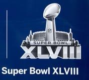 Le logo du Super Bowl XLVIII a présenté sur Broadway à la semaine du Super Bowl XLVIII à Manhattan Images libres de droits