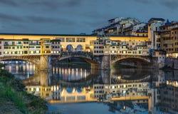 Le long d'Arno River à Florence - en Italie photo stock
