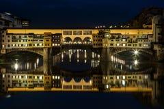 Le long d'Arno River à Florence - en Italie photos stock