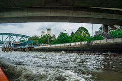 Le long de en rivière de Bangkok Images stock