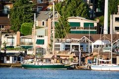 Le long des bateaux-maison Photo libre de droits