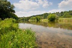 Le long des côtés du fleuve grand Photographie stock